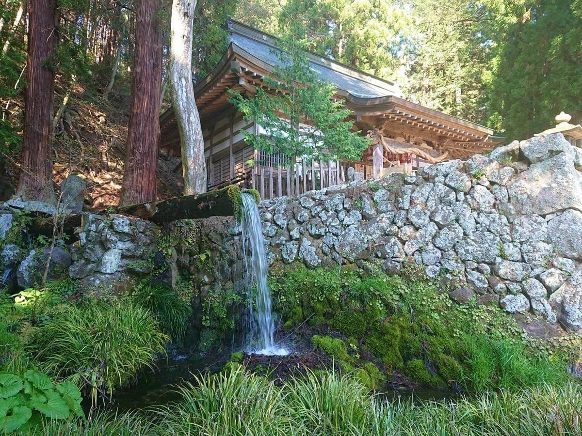 大滝神社と大滝湧水