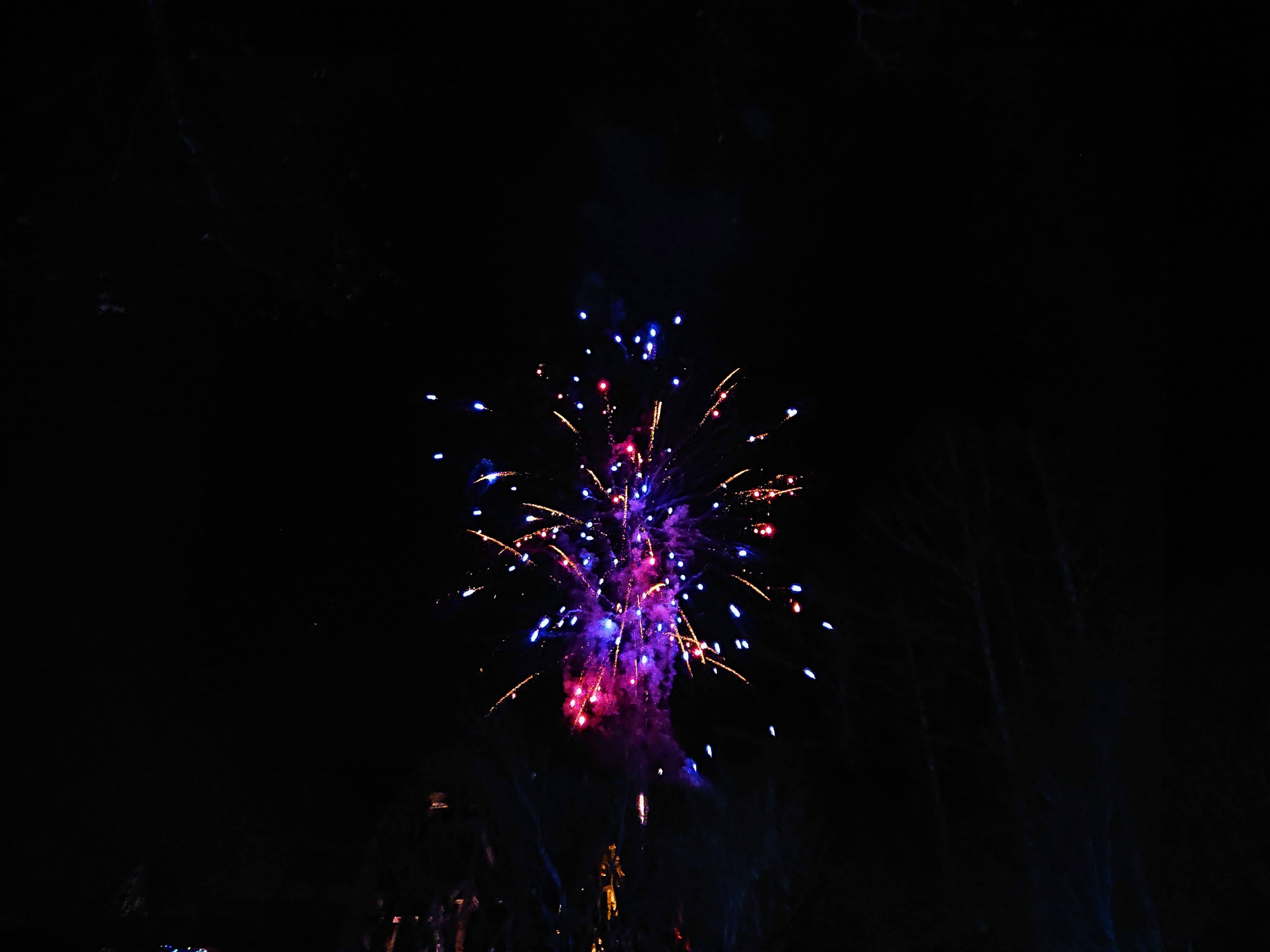 山中湖花の都公園イルミネーション期間中の打ち上げ花火