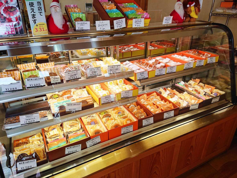 アトリエ・ドゥ・プレジールの焼き菓子箱売りお土産コーナー