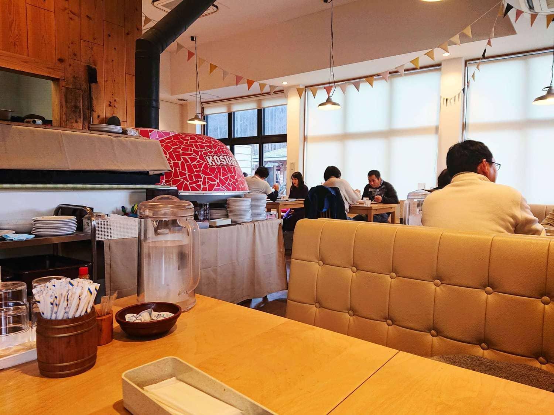道の駅こすげ源流レストランの内装