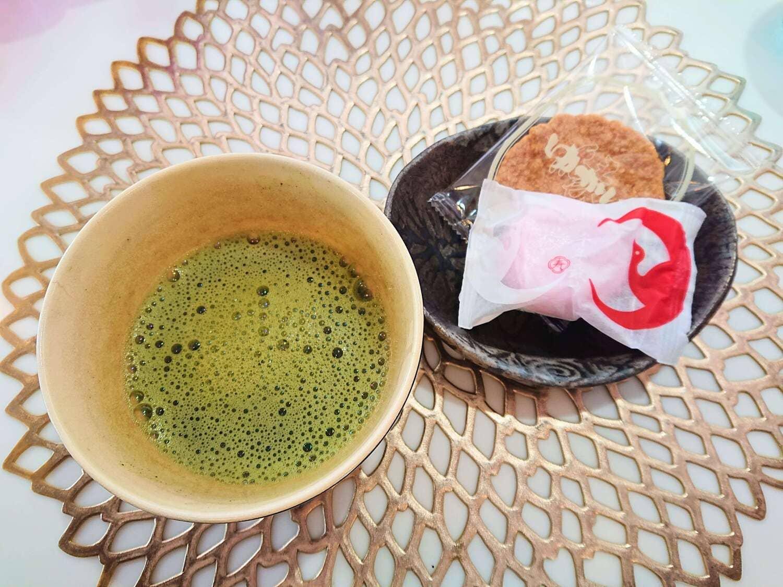 カフェ・ド・ララのサービス抹茶とお菓子
