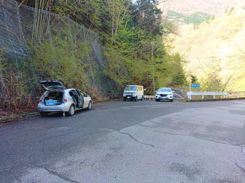 釣り場付近の駐車スペース