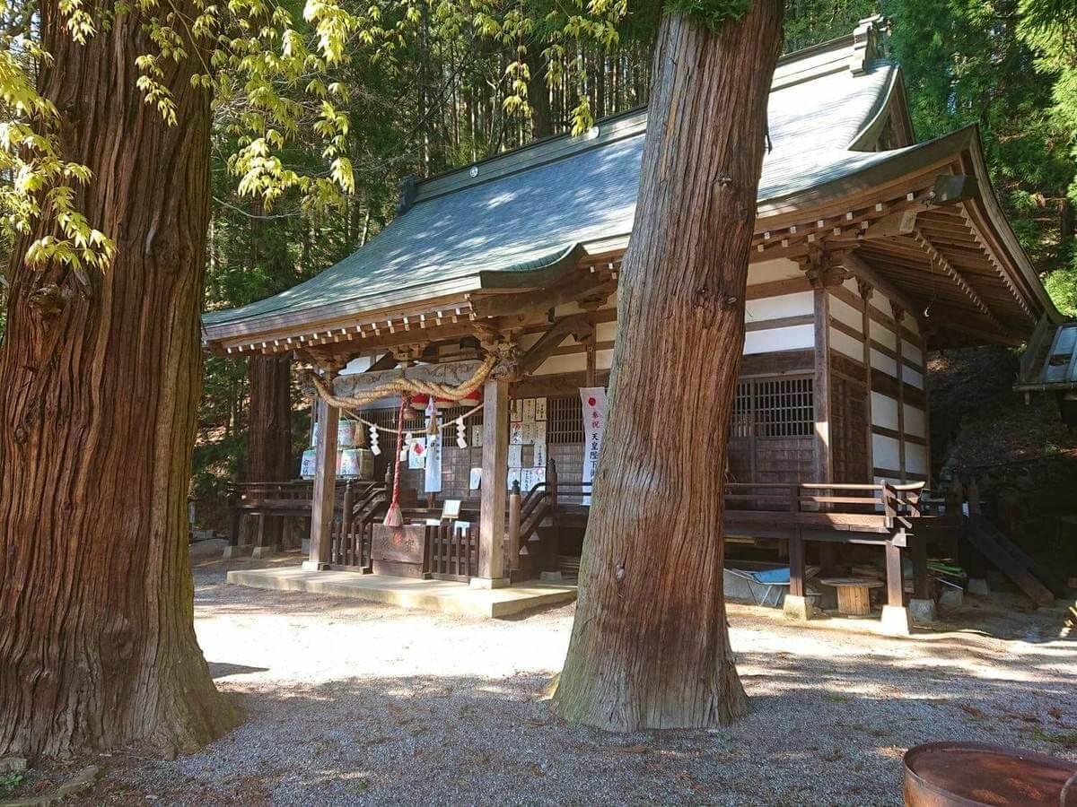大滝神社の本殿