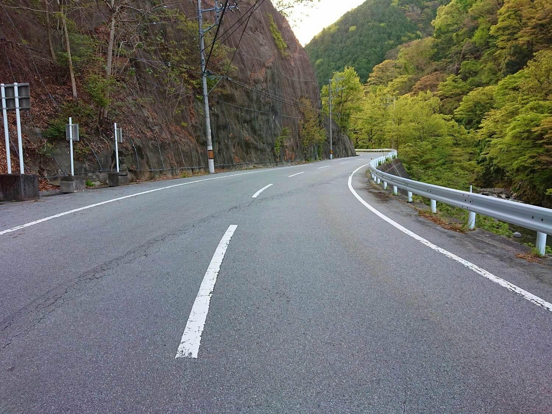 芦川沿いの国道36号線