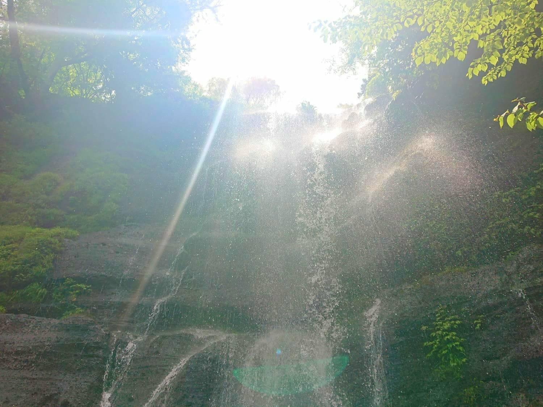 真下から見る太郎次郎滝