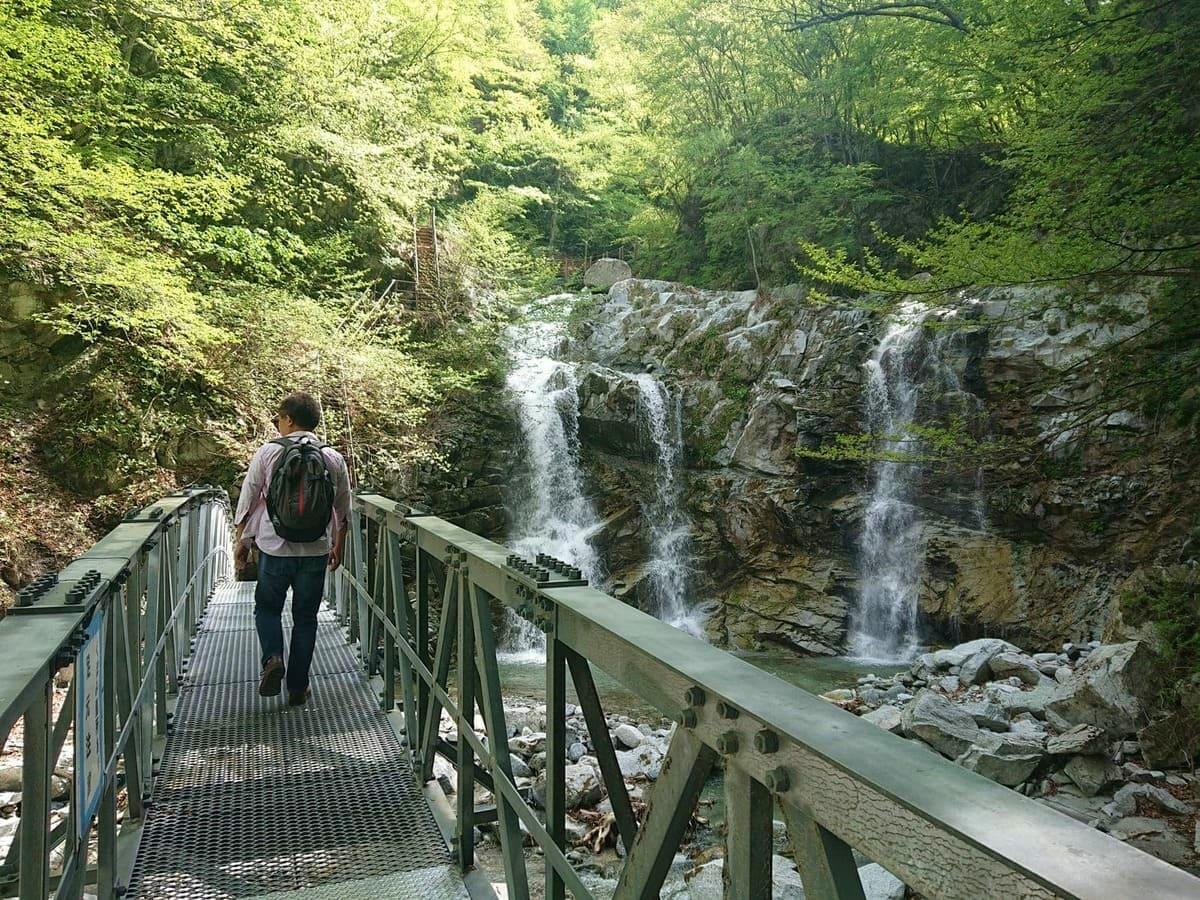 第二の滝と階段