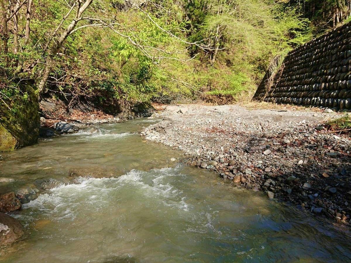 下流から少し上にある釣り場
