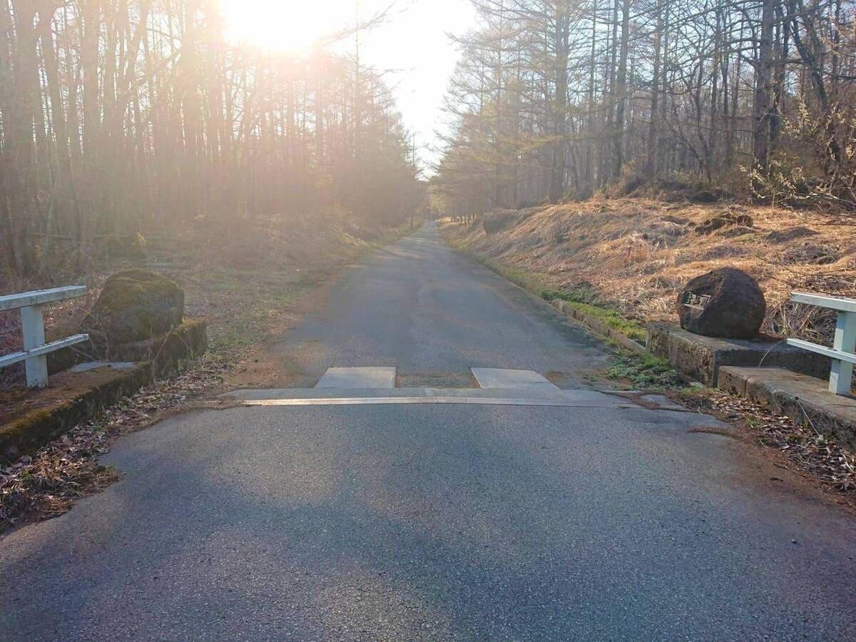 古杣橋を渡った先の道路