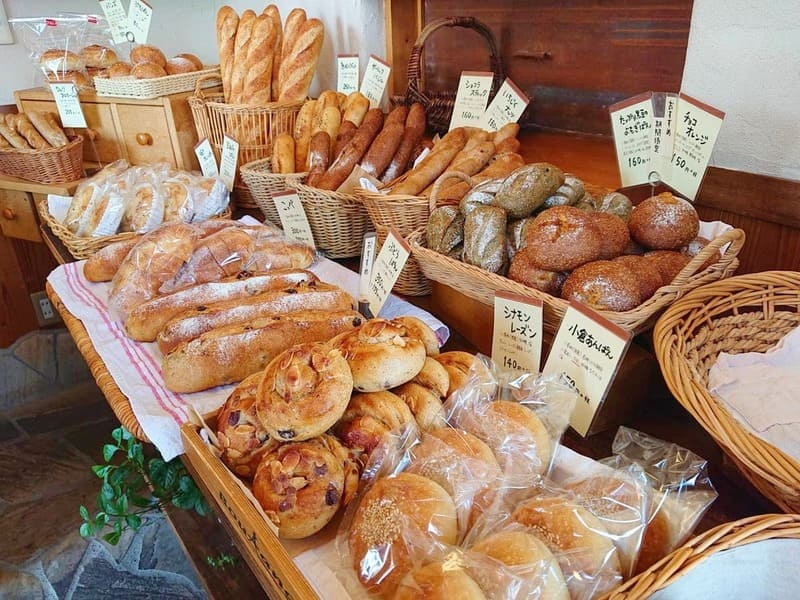 パンテーブルのハード系パン陳列棚