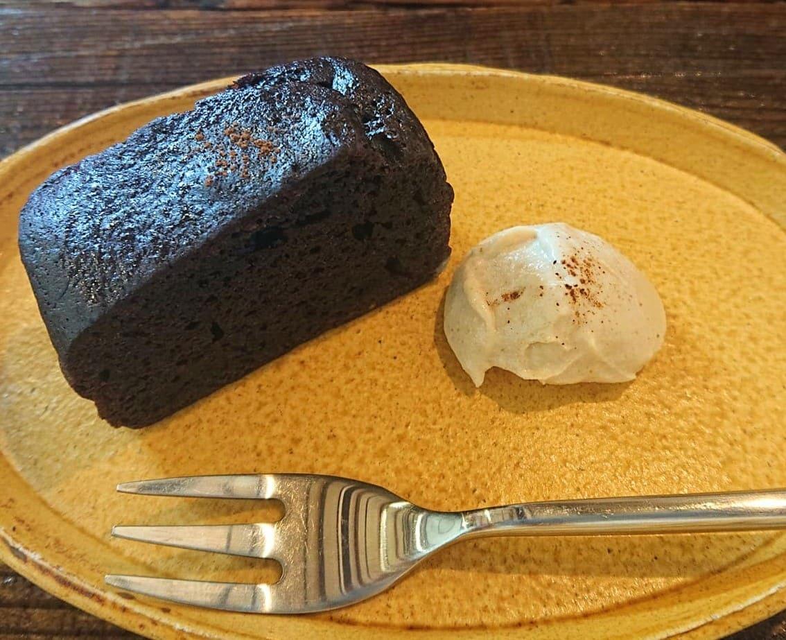 マヤナッツ入りのベジケーキ