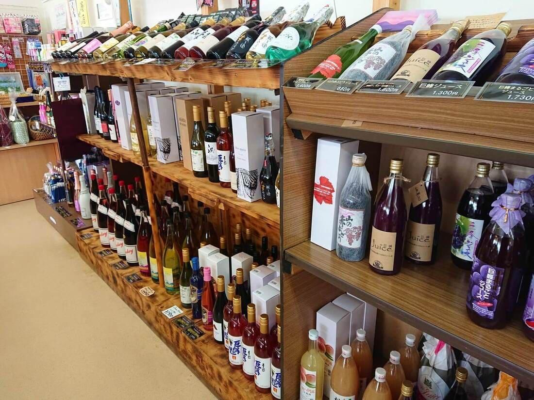 ワインとジュースの販売コーナー