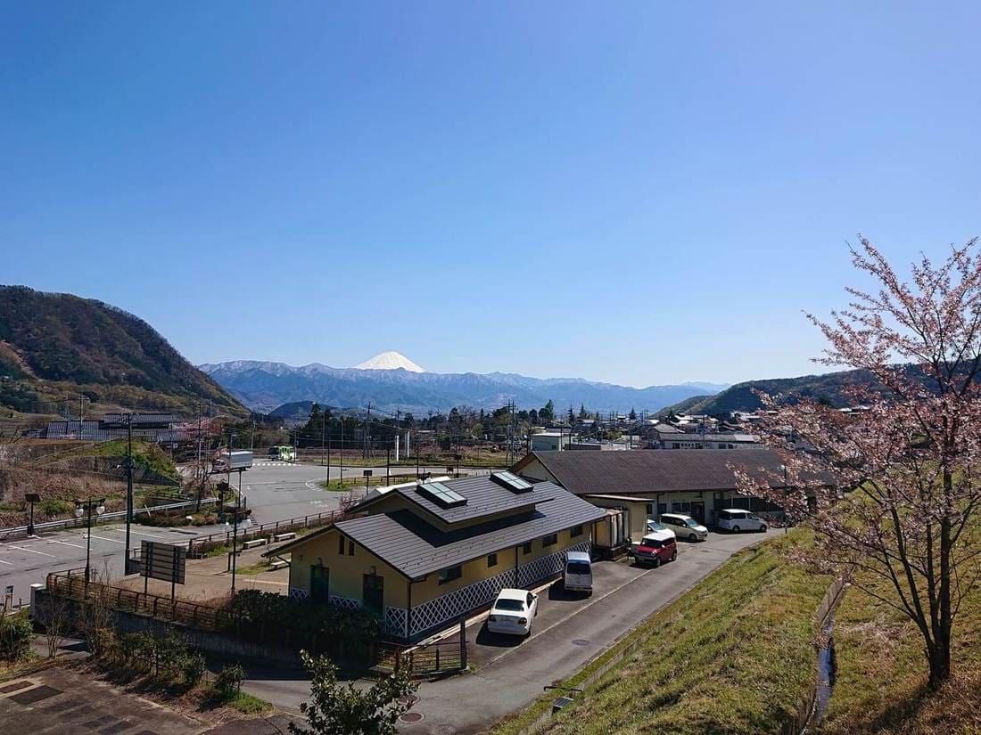 道の駅まきおかから見る富士山