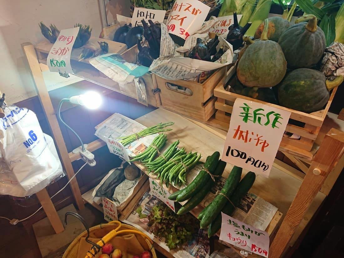自家農園で採れた野菜の販売コーナー