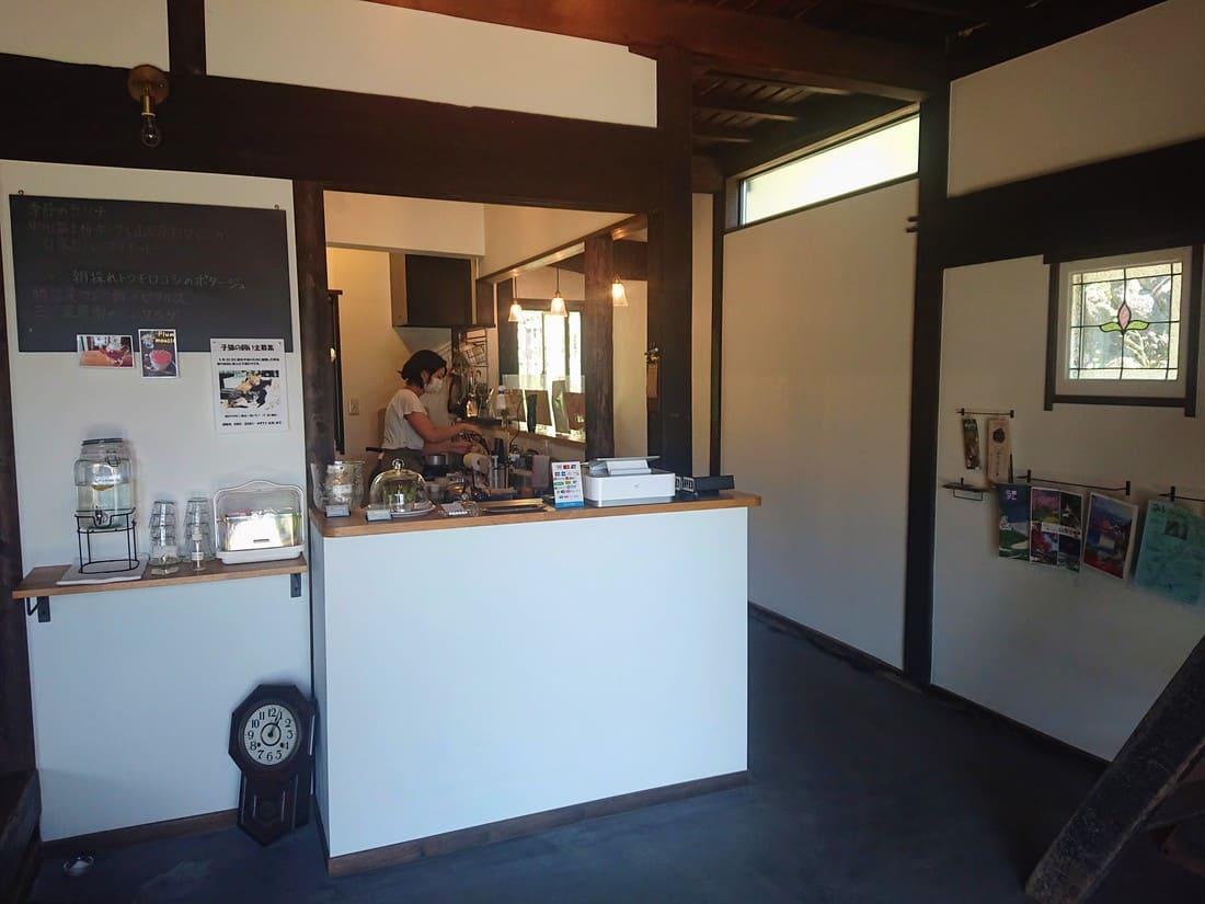 カフェ三つ葉の内装