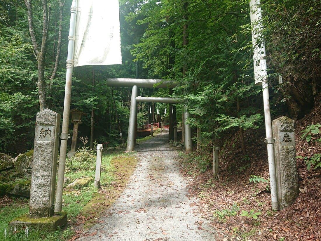 大嶽山那賀都神社入り口の鳥居