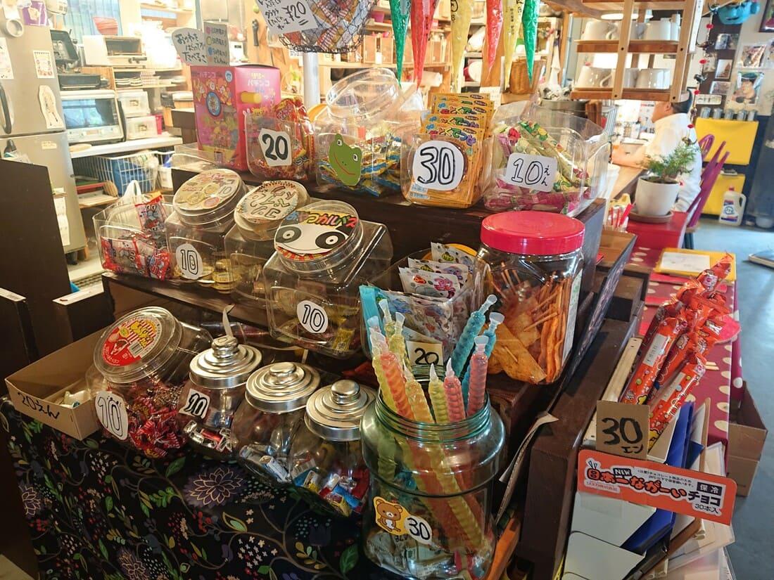 レジ横に併設されている駄菓子売り場