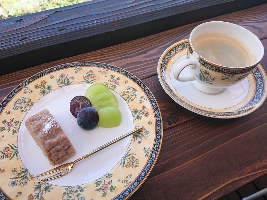 食後のデザートと自家焙煎コーヒー
