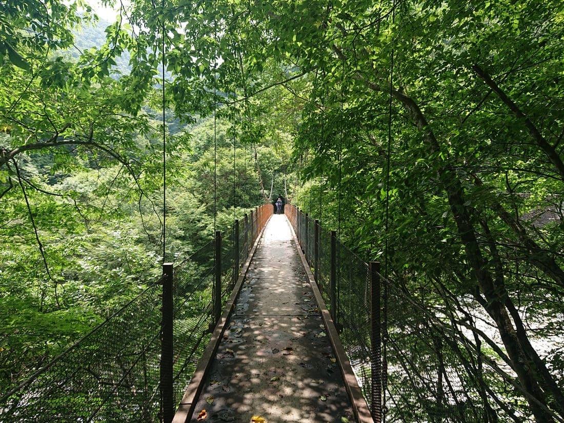 西沢渓谷の長い吊り橋