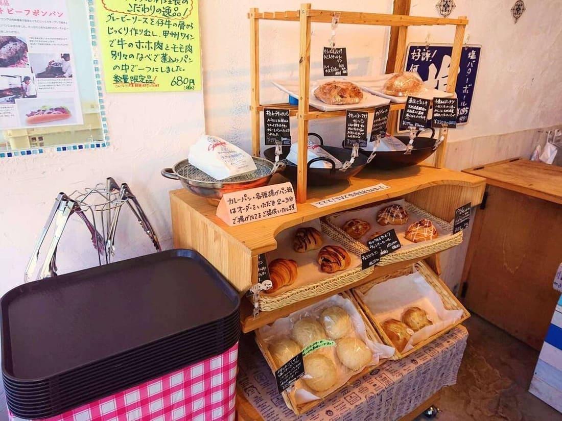 ブルーミングベーカリーのパン売り場