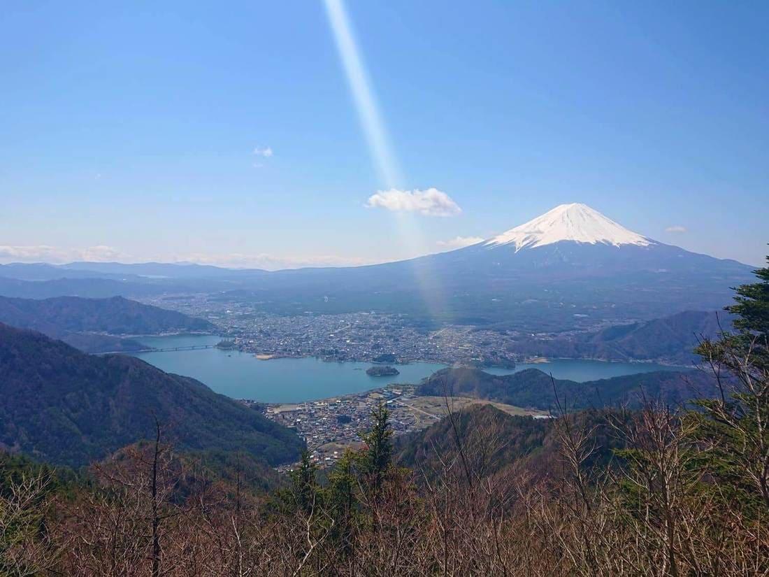 新道峠第二展望台からの富士山と河口湖
