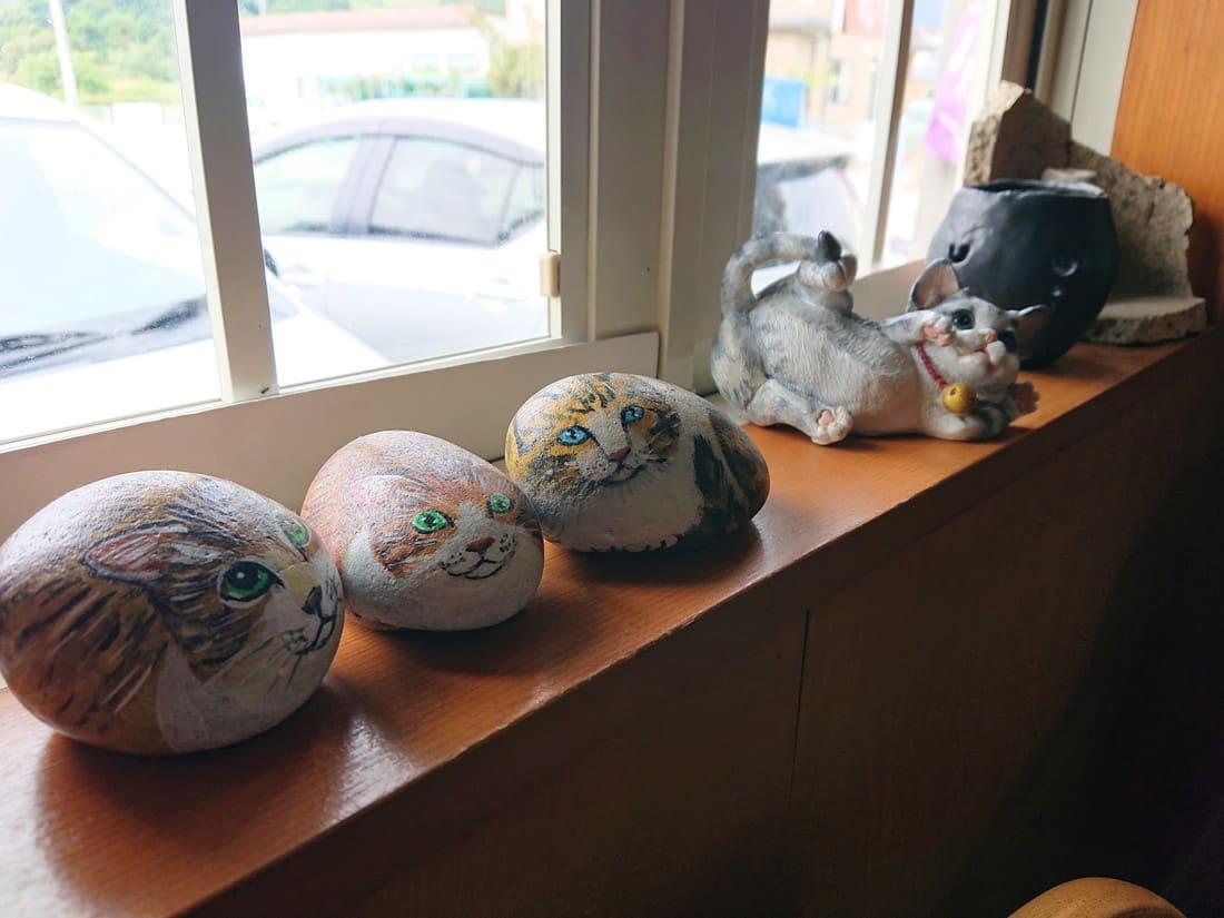 店内に飾られた猫の置物