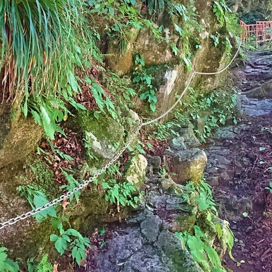 尾白川渓谷登山道の鎖