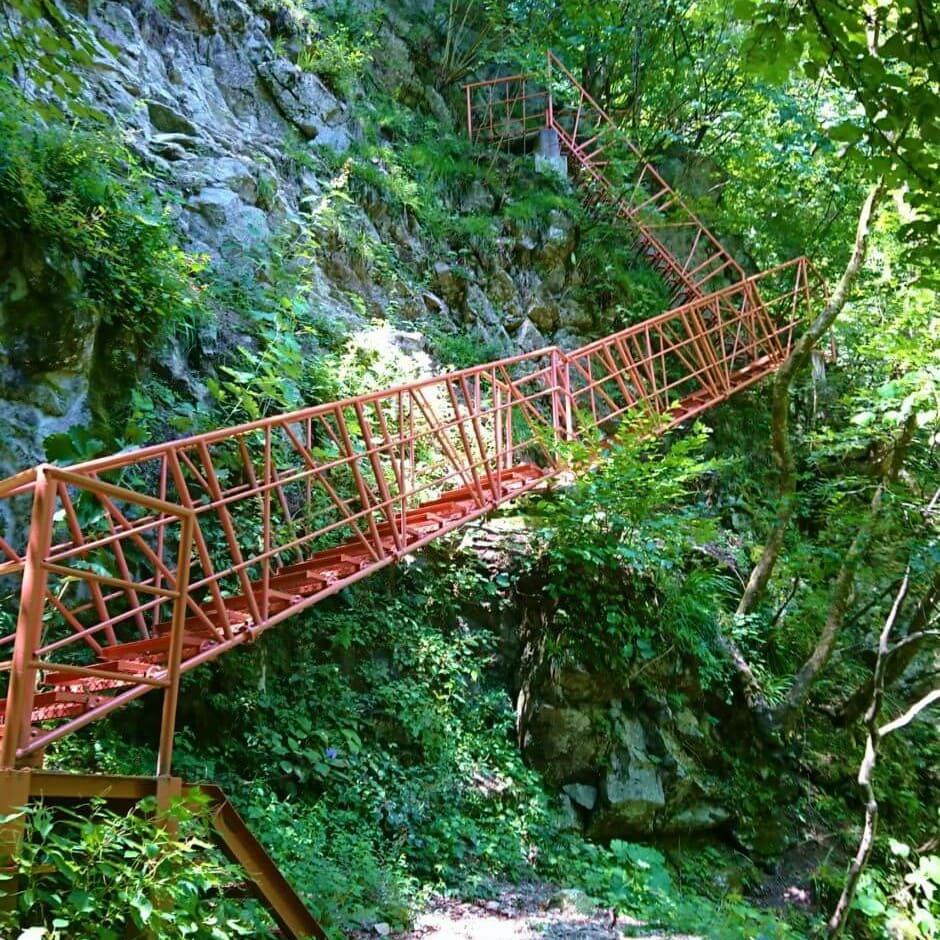 尾白川の鉄階段