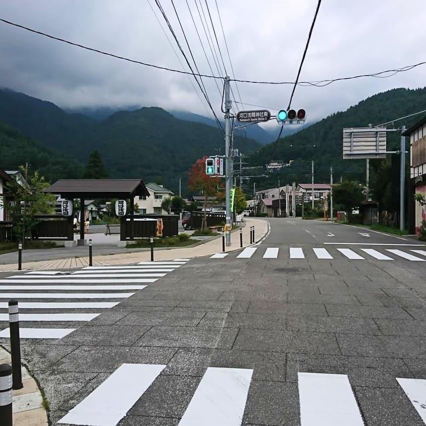 河口浅間神社の駐車場手前の交差点