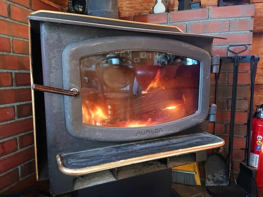 入り口目の前にある暖炉