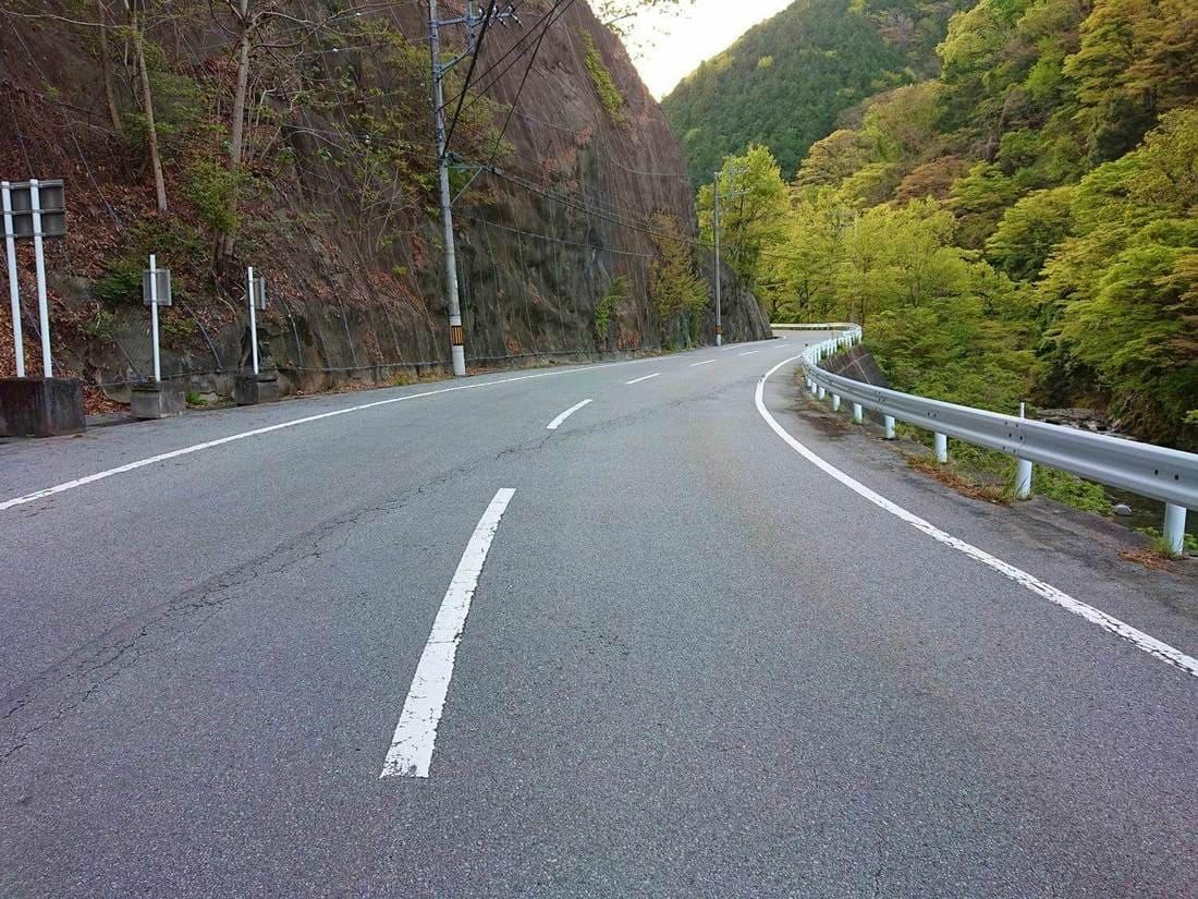 芦川中流域あたりの道幅