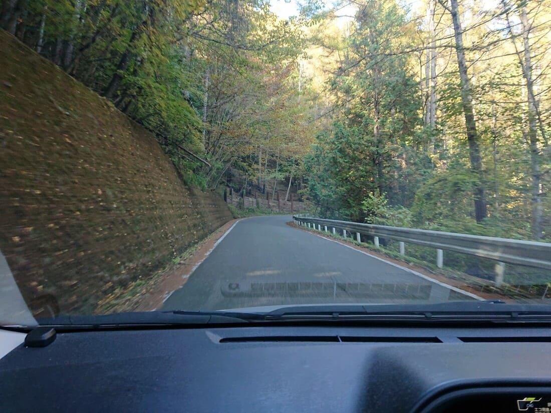 甘利山駐車場までにある道路の道幅