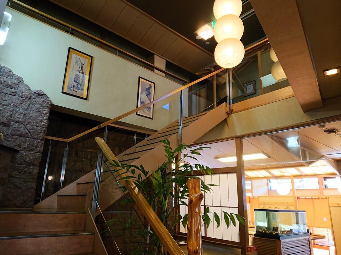 二階席に上がる階段