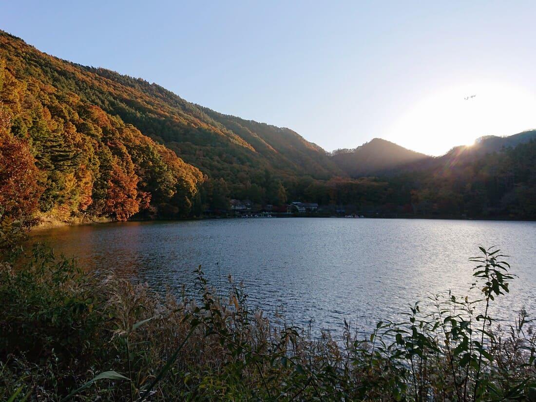 四尾連湖の朝焼け