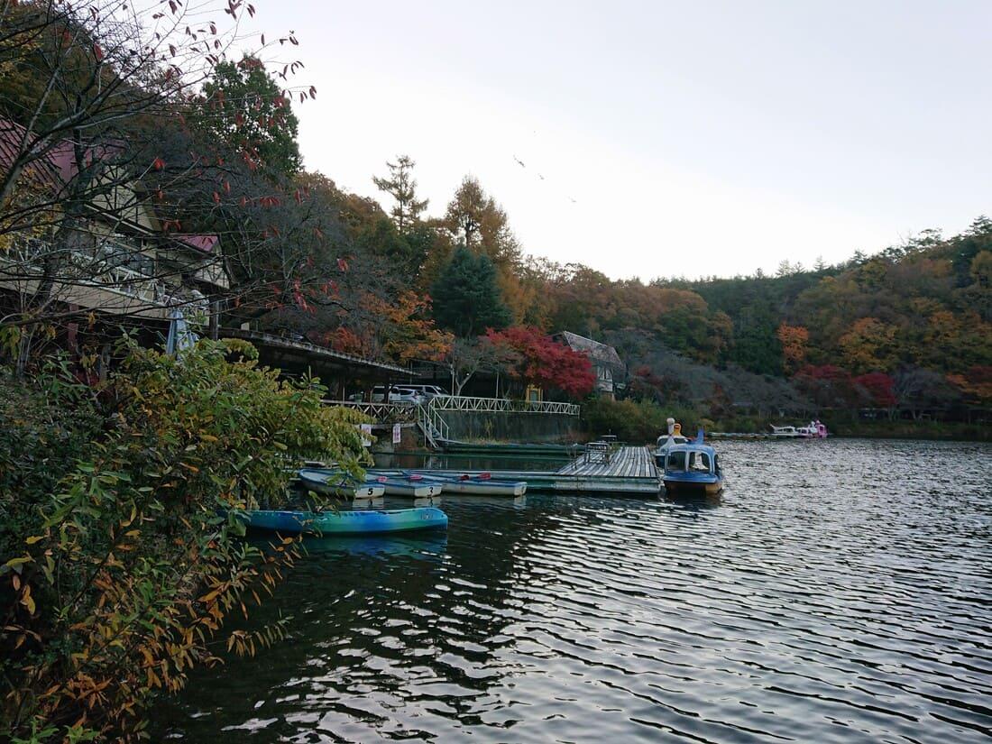 四尾連湖で貸し出されているボート