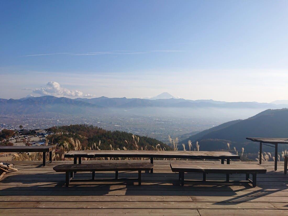 テラス席から見る富士山と甲府盆地