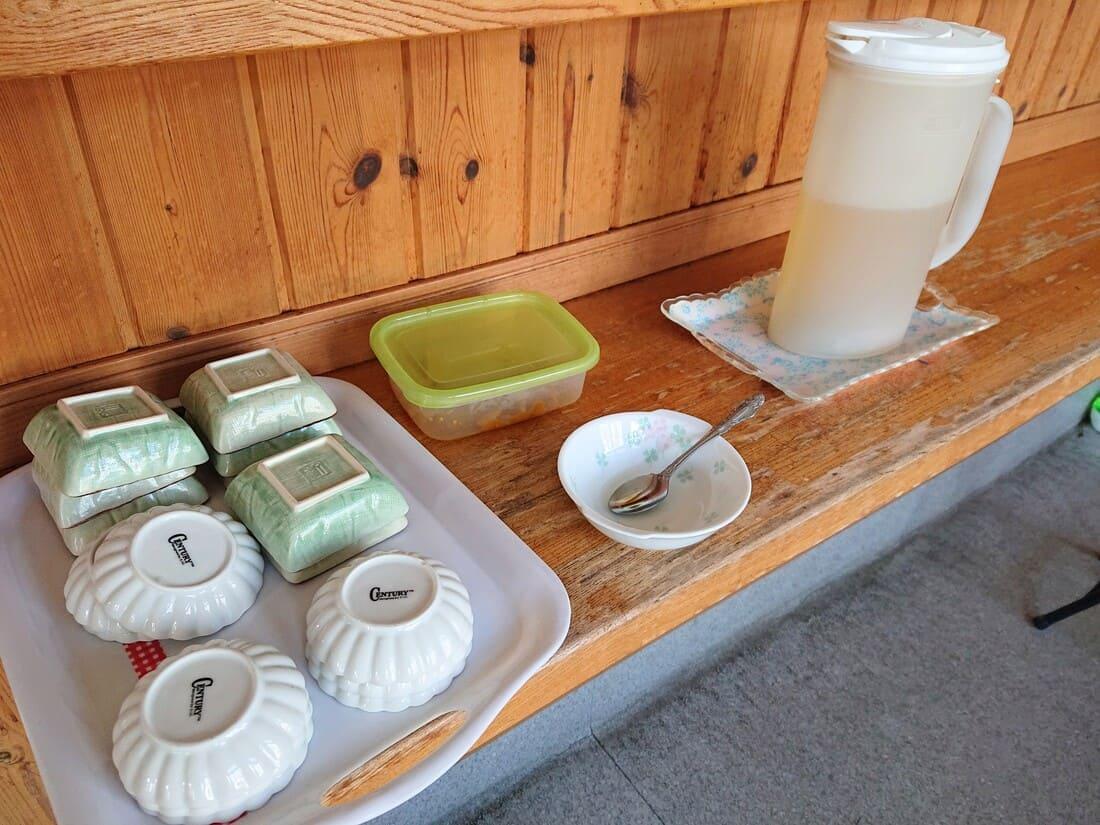 フリーコーナーにあるお茶と漬け物