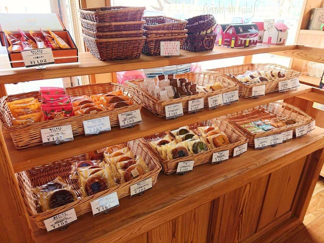 焼き菓子の陳列スペース