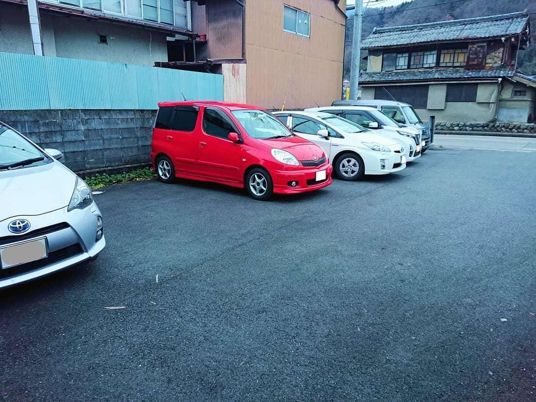 イルミネーションすぐにある駐車場の様子