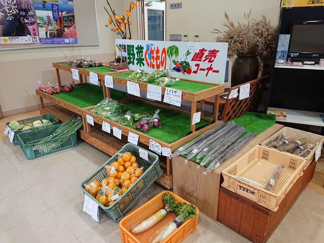店内の農産物コーナー