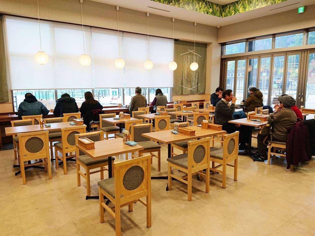 南部よろこび茶食堂の内装