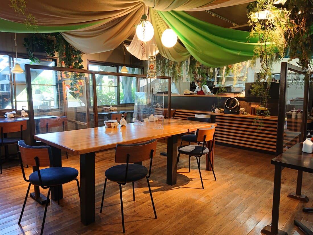 桃農家カフェ ラペスカの内装
